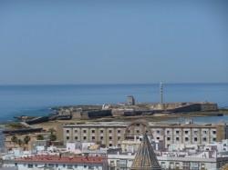 Cádiz. Vista do castelo de San Sebastián dende a torre Tavira