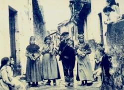 Gutiérrez. Músicos na rúa do Pracer (c.1900)