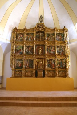 Vallecillo. Igrexa de San Pedro. Retablo maior