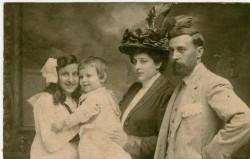 O arquitecto Pedro Mariño coa súa familia