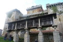 Hórreo, capela e castelo de Pambre