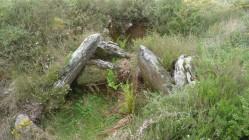 Cámara megalítica na necrópole de Santa Mariña