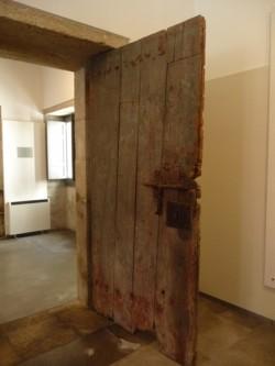 Museo de Bergantiños. Porta do antigo cárcere