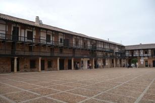 San Carlos del Valle. Praza maior
