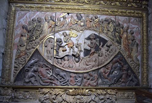 Astariz. Relevo barroco coa representación do Xuizo Final