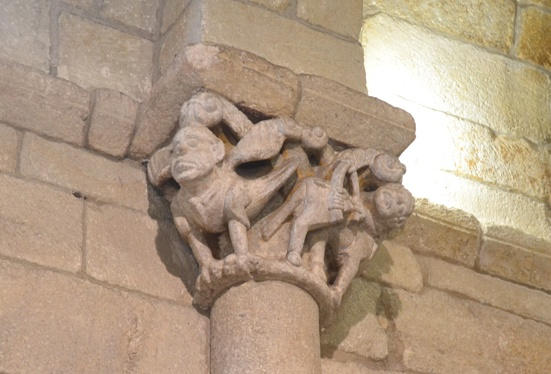 Igrexa de San Joao de Longos Vales. Capitel do arco triunfal
