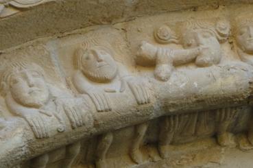 Pormenor da arquivolta central da igrexa de San Pedro de Echano