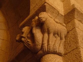 Capitel do arco triunfal da igrexa de Santa María de Tebra