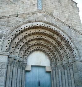 Portada da igrexa de Paços de Ferreira
