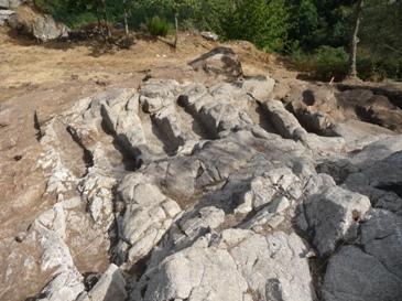 Tumbas antropomorfas na necrópole de San Vítor de Barxacova